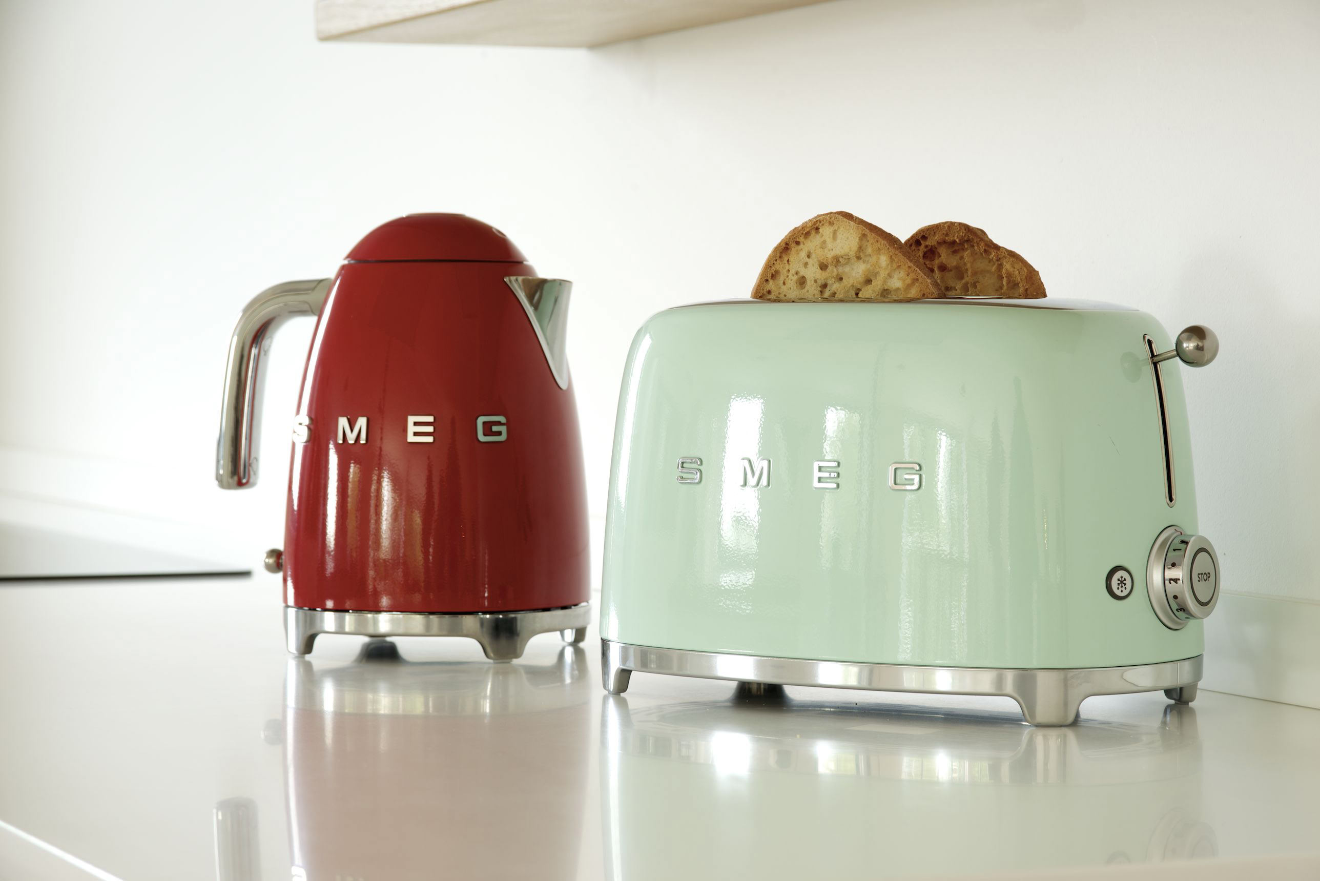 Photoshoot of our Air Kitchen with Smeg?s lovely new retro kettles