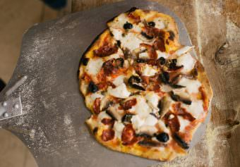 deVOL do Wood Fired Pizzas with the Esse Firestone