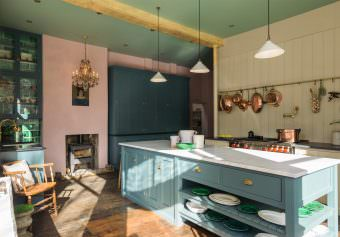 deVOL directory: The St. John's Square showroom kitchen -PART 1