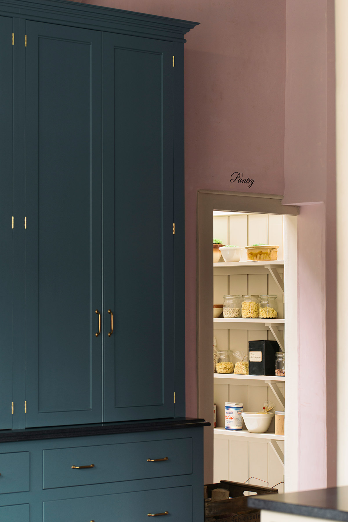 walk-in-pantry-devol
