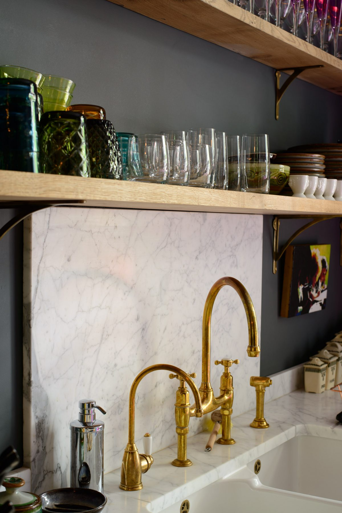 Honed Carrara marble created a practical and very good-looking splashback in the Islington Townhouse Kitchen