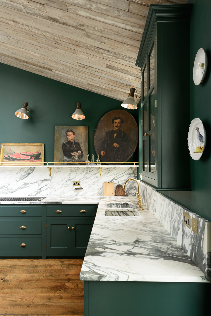 The Peckham Rye used natural Arabescato marble to the max and the result is quite amazing.