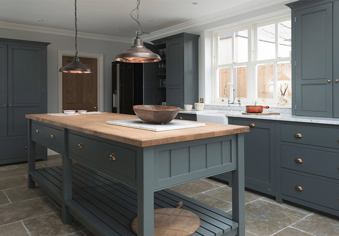 This kitchen uses cabinets from both our Shaker and Classic English ranges.