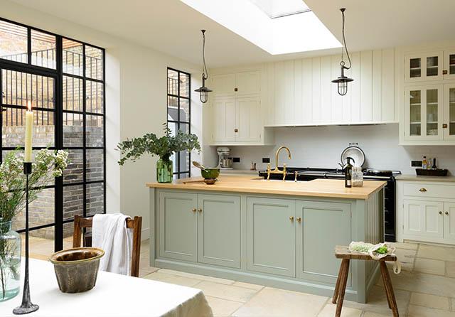 Bespoke kitchens by devol classic georgian style english for Bespoke kitchen cabinets uk