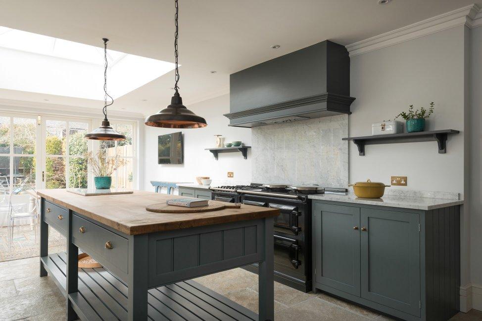 The hampton court kitchen devol kitchens for Hampton style kitchen handles
