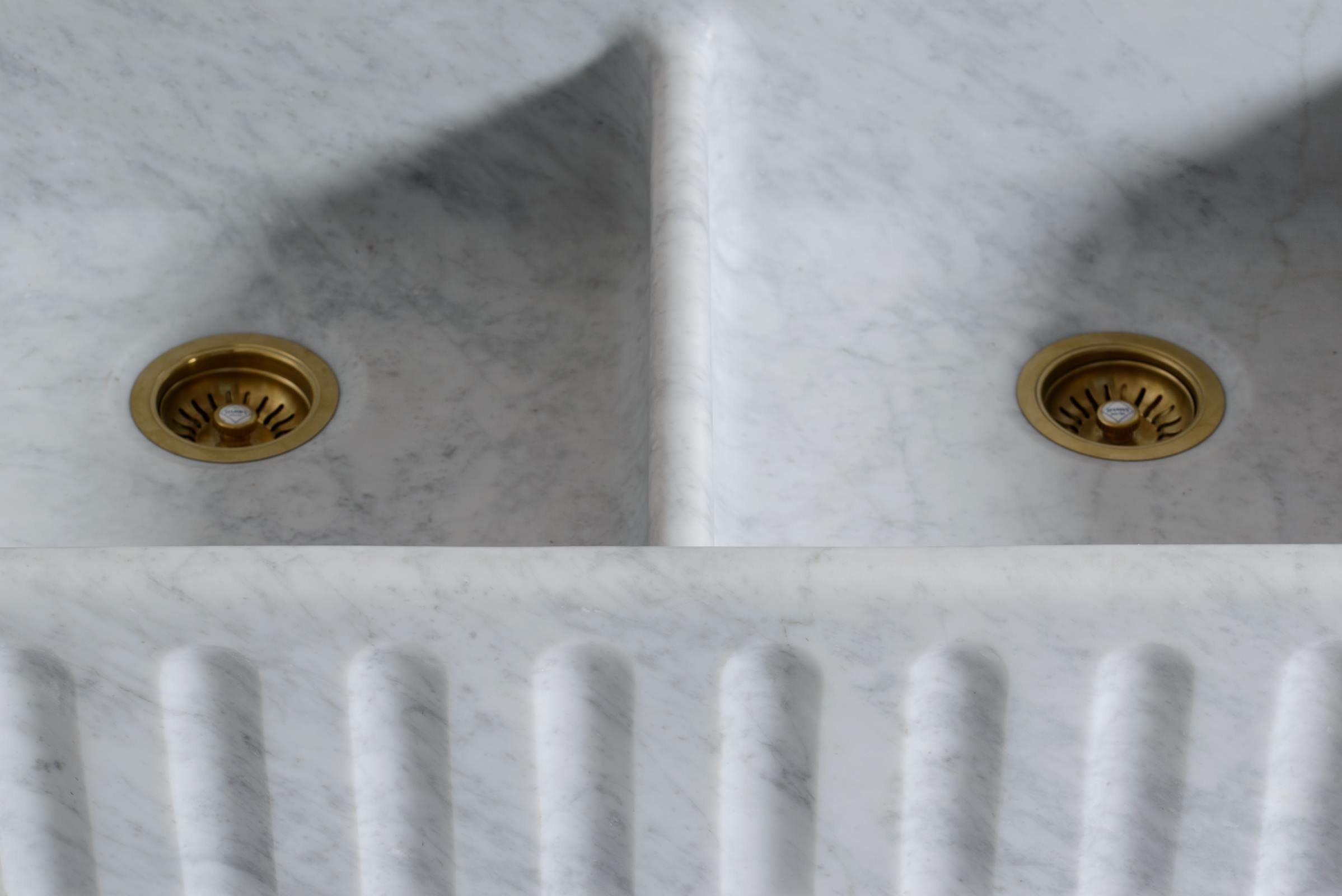 Fluted Tuscan Farmhouse 1000 Double Marble Sink photo 7