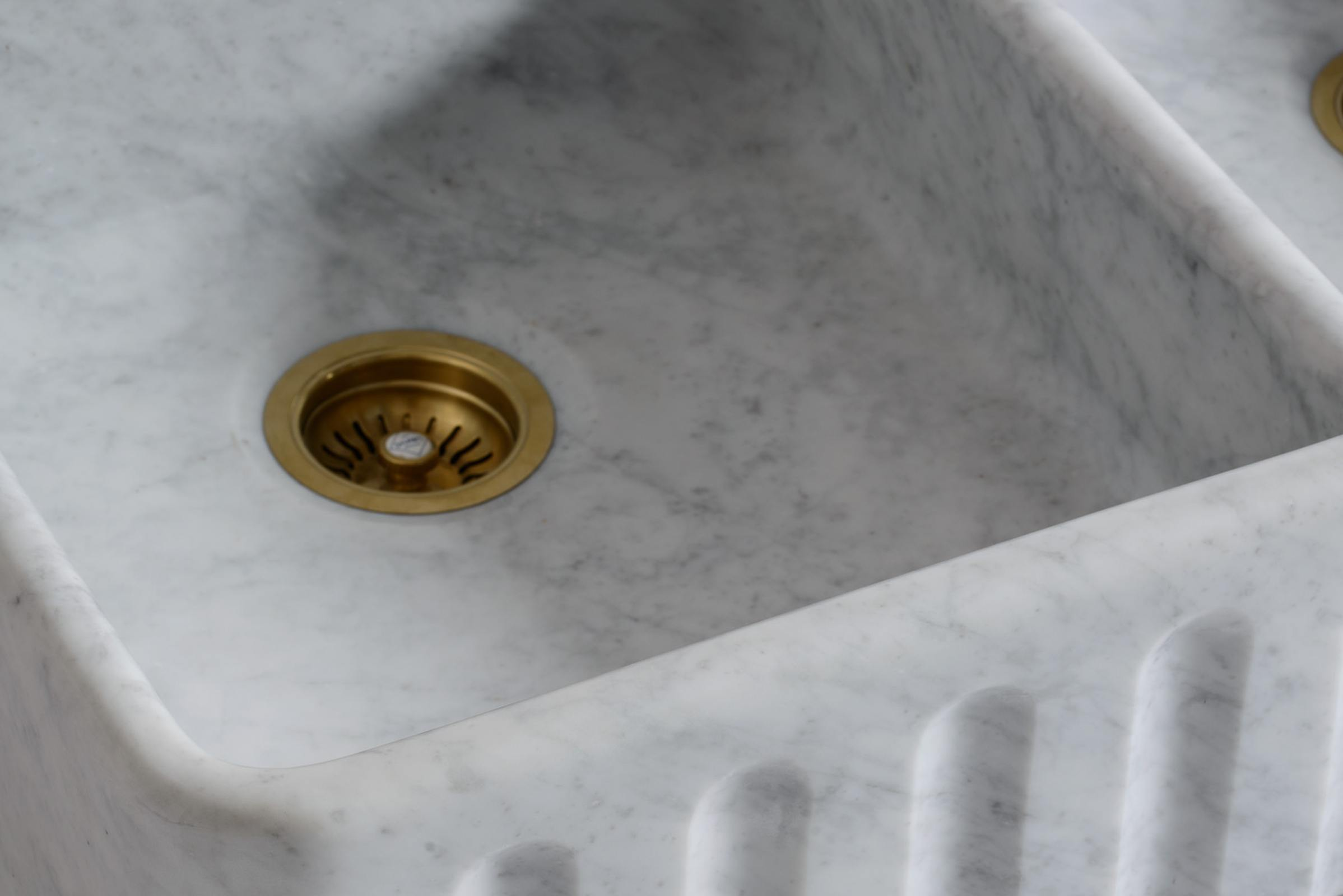 Fluted Tuscan Farmhouse 1000 Double Marble Sink photo 4
