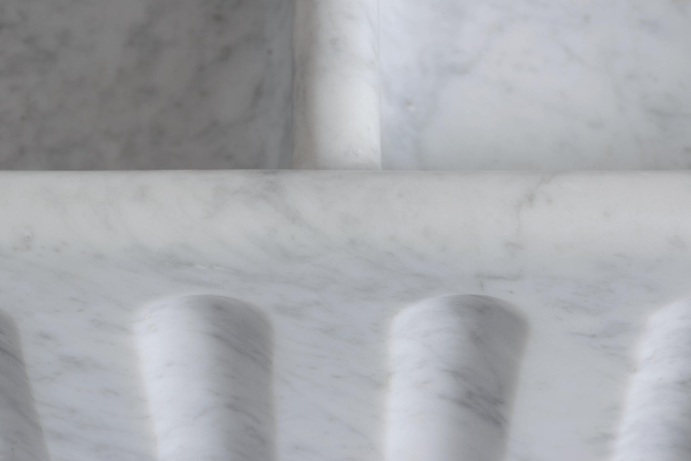 Fluted Tuscan Farmhouse 1000 Double Marble Sink photo 3