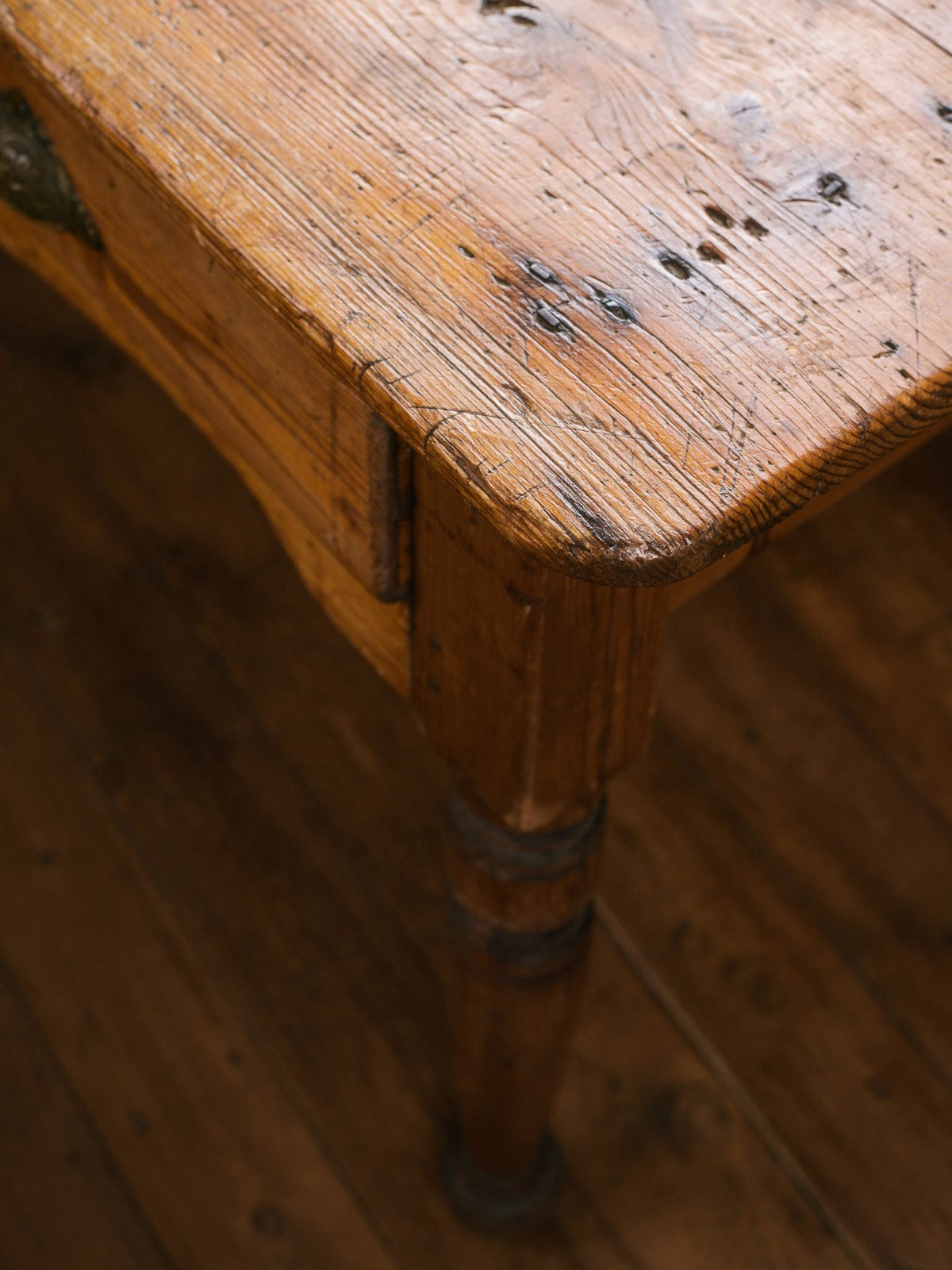 Pine Table with Two Drawers photo 4