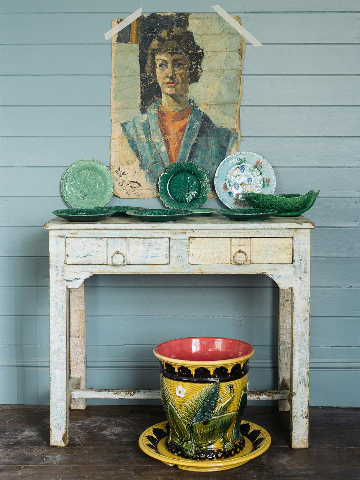 Small Painted Indian Table Two Drawers photo 1