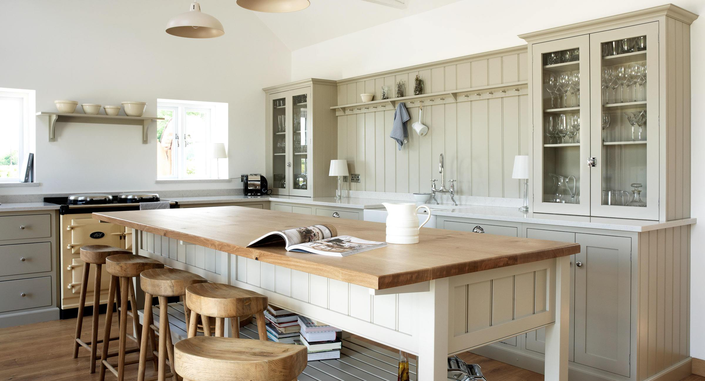 The warwickshire barn kitchen devol kitchens for Barn style kitchen cabinets